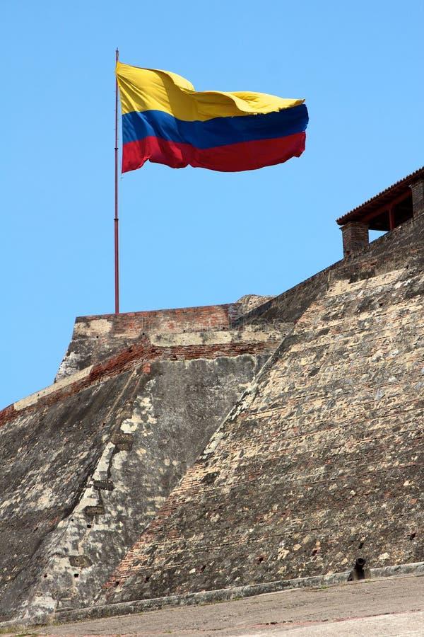 Bandierina colombiana sopra il castello del Barajas a Cartagine immagine stock libera da diritti