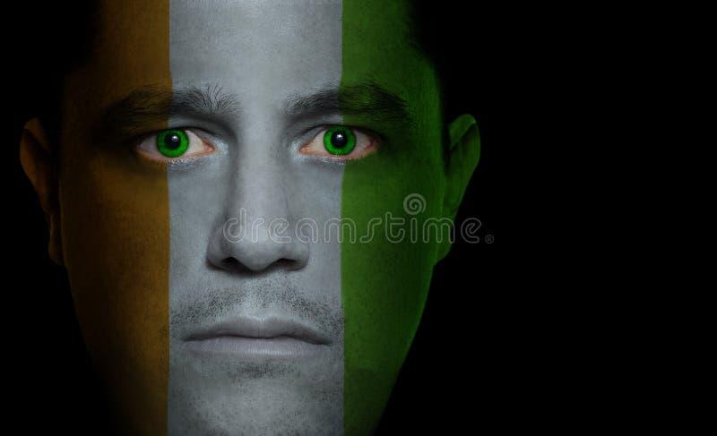 Bandierina ivoriana - fronte maschio fotografie stock