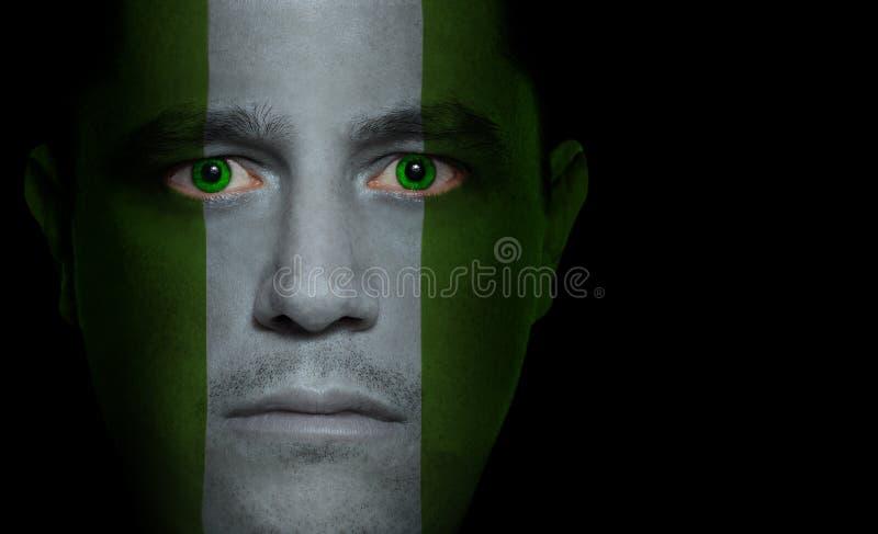 Bandierina nigeriana - fronte maschio fotografia stock libera da diritti