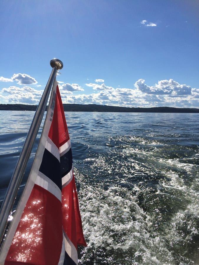 Bandierina norvegese sulla barca fotografia stock