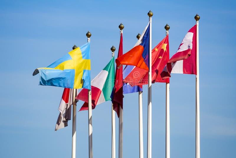 Bandierine dei paesi differenti immagine stock libera da diritti