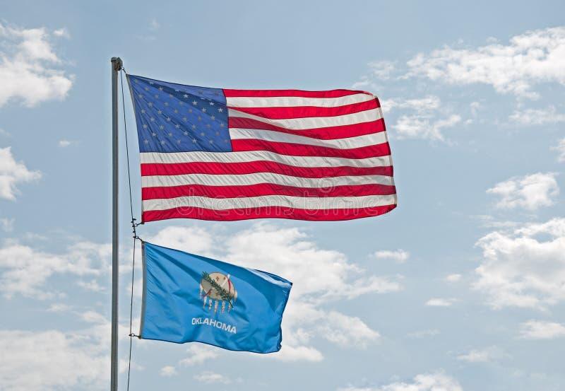 Bandierine dell'Oklahoma e degli Stati Uniti fotografia stock