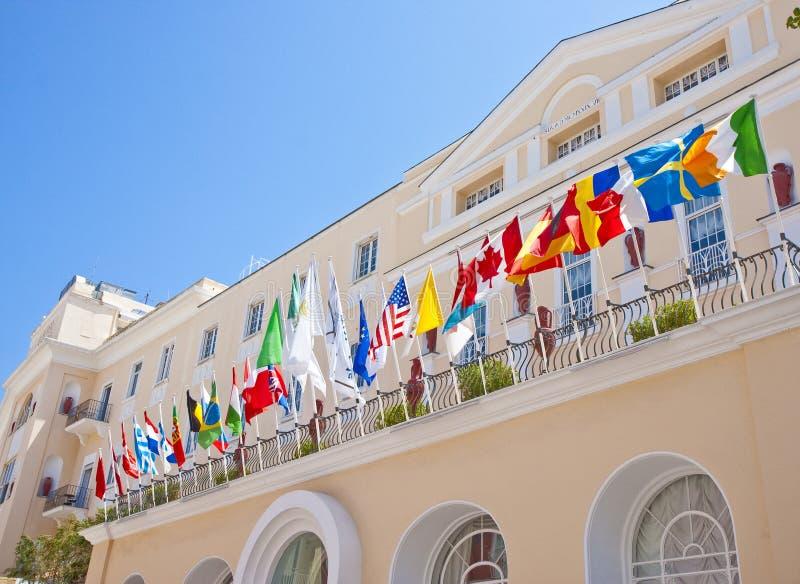 Bandierine sull'hotel di Capri immagini stock libere da diritti