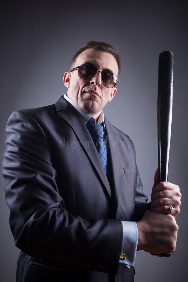 Bandit masculin avec la batte de baseball photos libres de droits