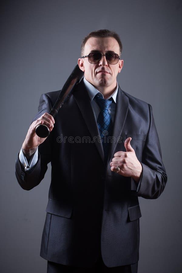 Bandit masculin avec la batte de baseball photographie stock