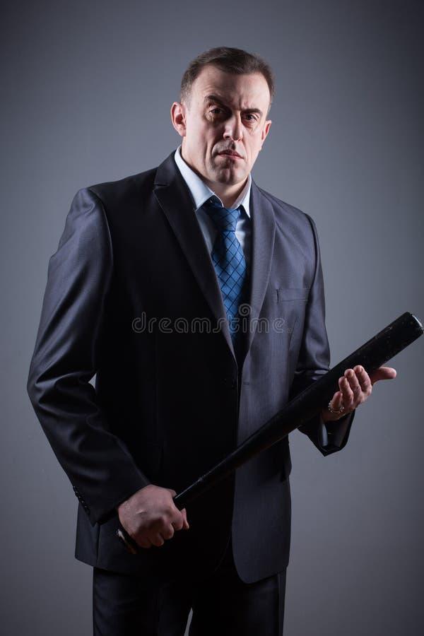 Bandit masculin avec la batte de baseball photo stock