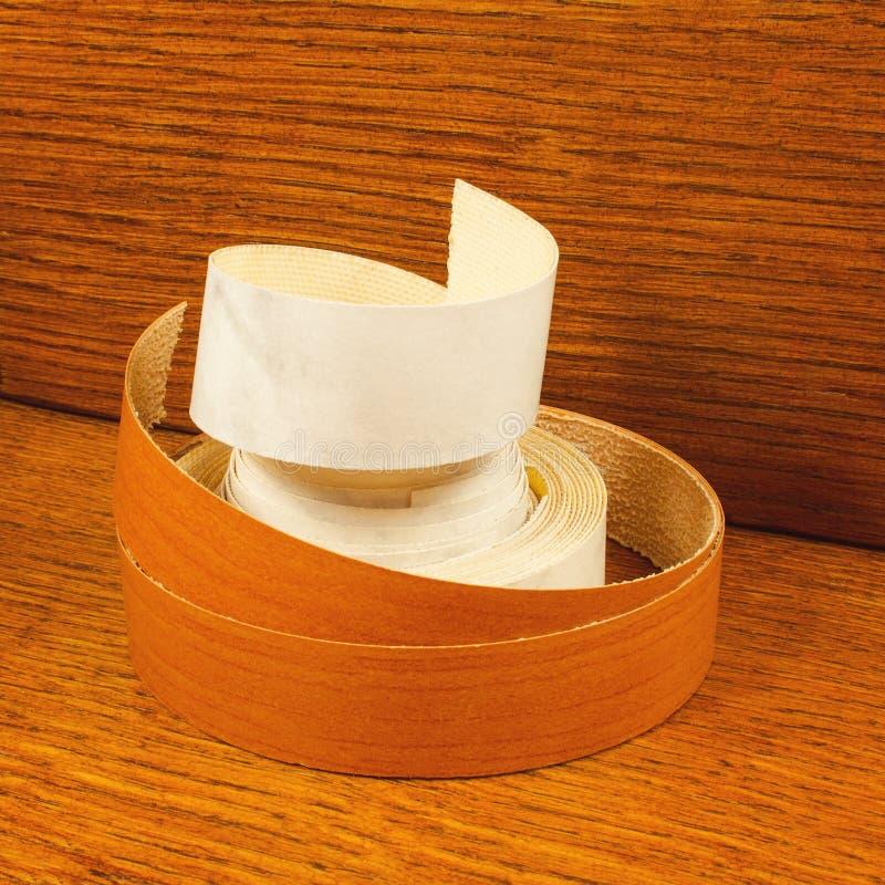 Bandklippning avslutar träflismaterialet arkivfoton