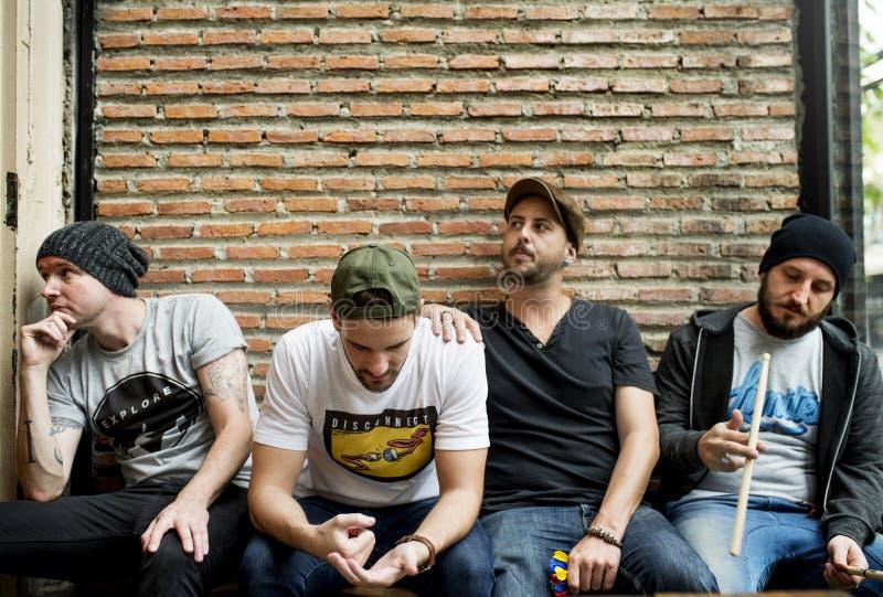 Bandmates που ξοδεύει κάποιο χρόνο από κοινού στοκ εικόνες