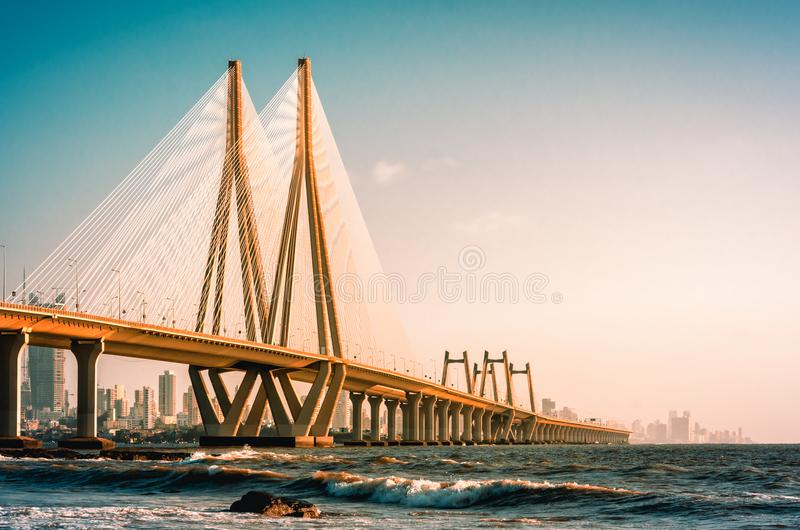 Bandra Worli海链接,孟买在晚上 免版税库存图片