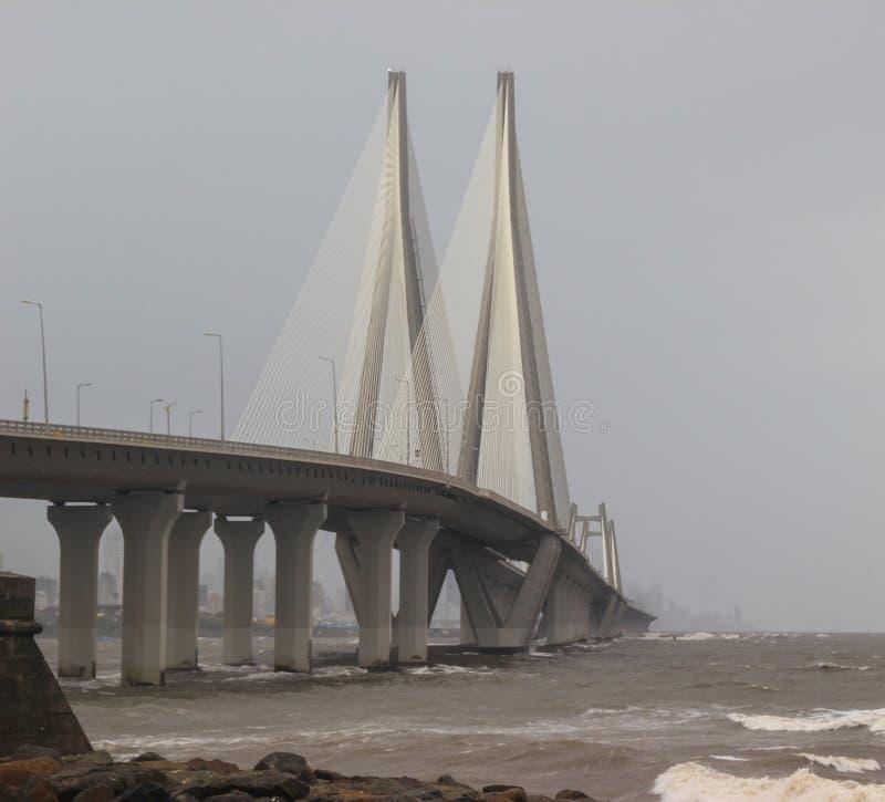 bandra worli Seeverbindung im Monsun stockfotos
