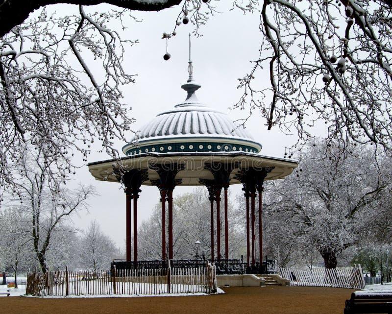 Bandstand im Schnee stockfoto
