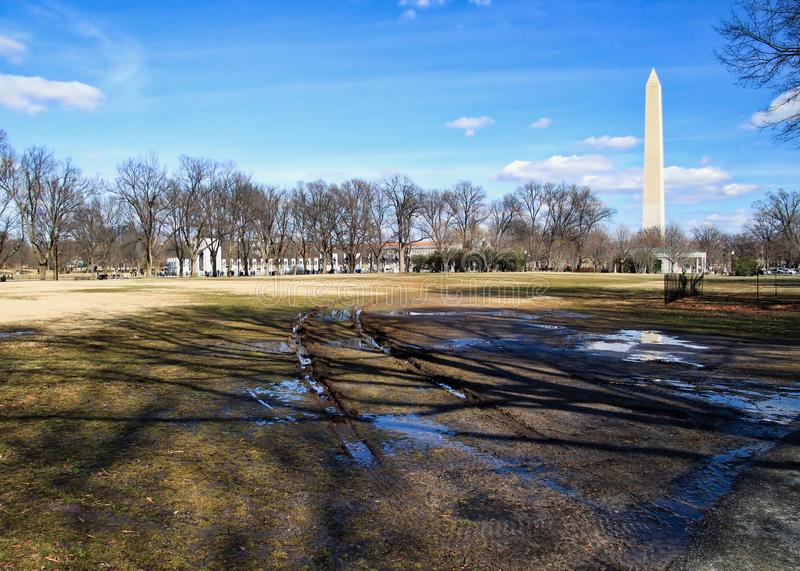 Bandtekens en vulklei in park buiten Washington Memorial in Washington, D C royalty-vrije stock afbeelding