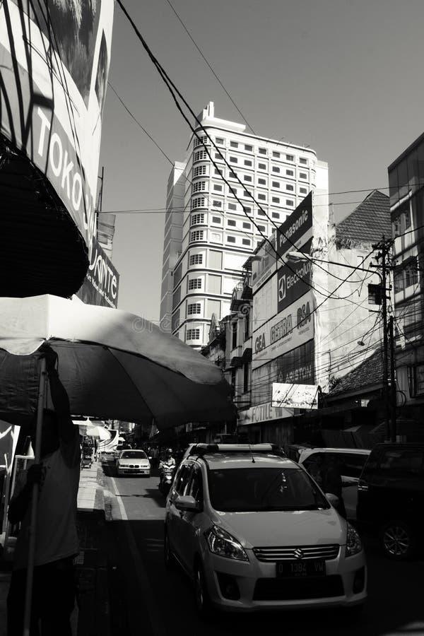 Bandung pejzaż miejski od Jalan ABC obrazy stock