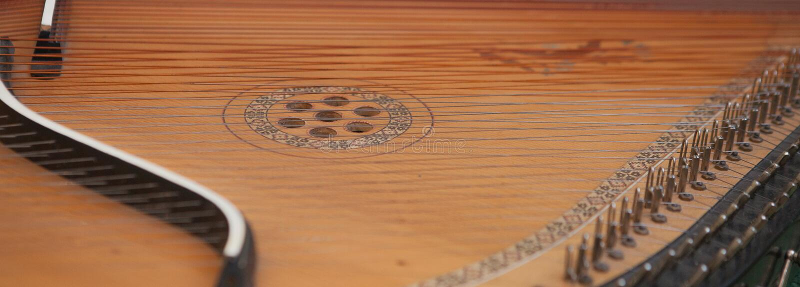 Bandura dicht omhooggaand, Oekraïens muzikaal instrument Oekraïens volks muzikaal die instrument - Bandura, met mooie patronen wo stock foto