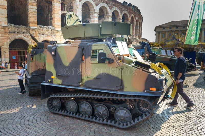 Bandvagn 206 отслежено отчетливо произношенная, вездеходная несущая развитая Hagglunds на открытой военной выставке в Вероне r стоковые изображения