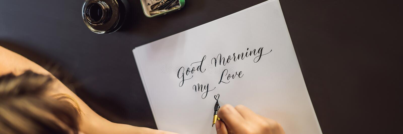 BANER bra morgon för LÅNGT FORMAT Kalligrafen Young Woman skriver uttryck p? vitbok Inskriva dekorerat dekorativt arkivbild