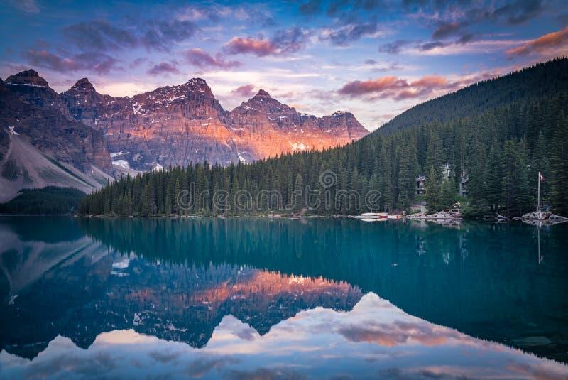 Banff bij vroege ochtend royalty-vrije stock afbeeldingen
