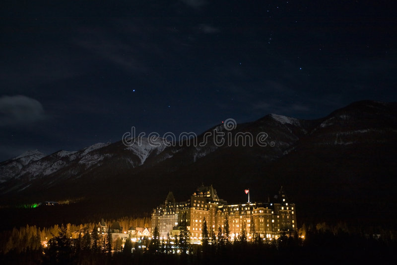 Banff en la noche foto de archivo