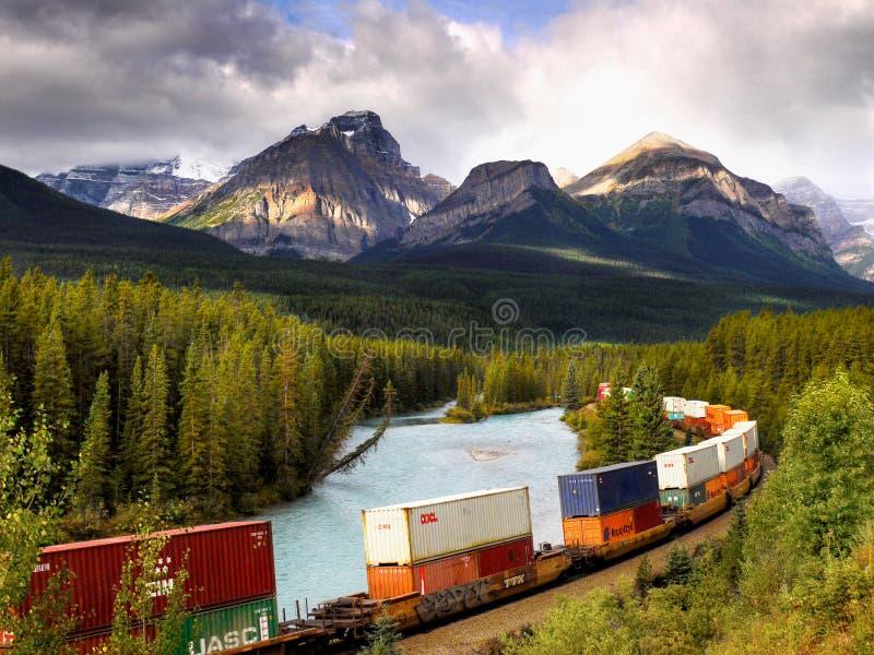 Banff-Güterzug-Eisenbahnen, Kanadier Rocky Mountains stockbild