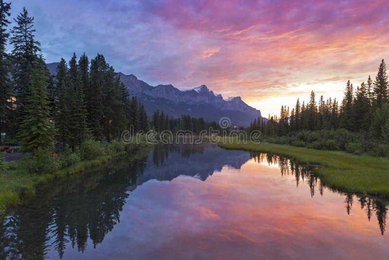 Banff nationalpark Rocky Mountain Sunset fotografering för bildbyråer