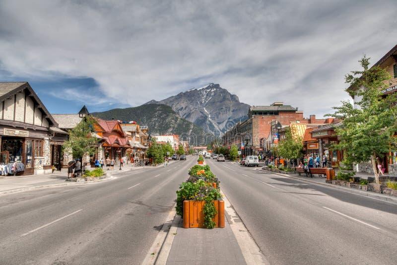 Banff Townsite dans les Rocheuses canadiennes image stock