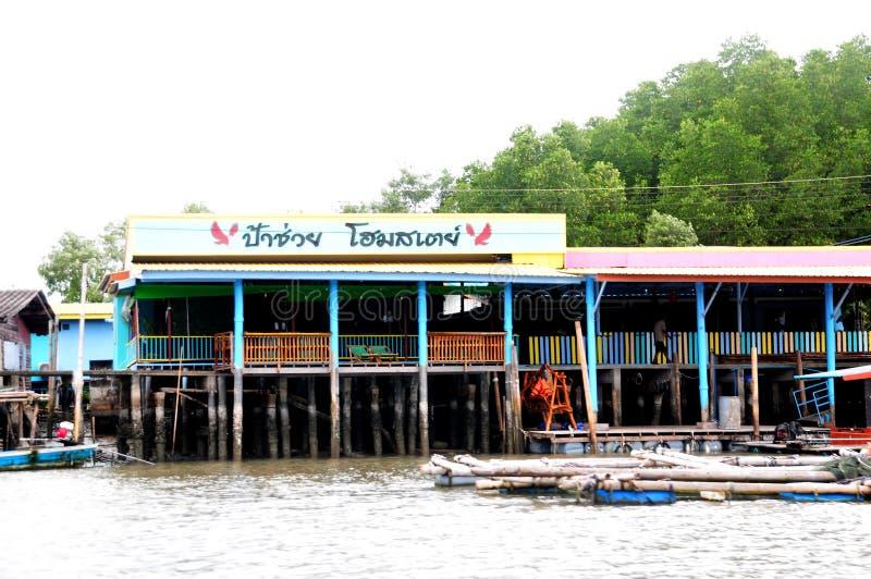 Bang Chan, im Bezirk Chantaburi in Kh Lung, ist ein Fischerdorf, das auf dem Wasser errichtet wurde lizenzfreies stockfoto