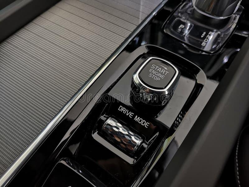 Bang Khun Thian - August 2019: Orrefors Crystal Eye Schaltgetriebe, exklusiv für Volvo für XC60 auf dem 2020-jährigen Modell vo stockfotografie