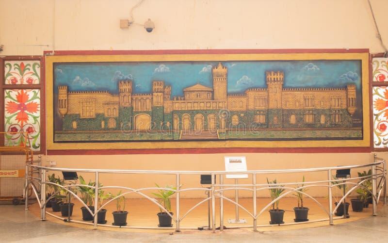BANGALORE ÍNDIA 3 de junho de 2019: Pintura do palácio de bangalore na estação de trem indiana Bengaluru fotos de stock