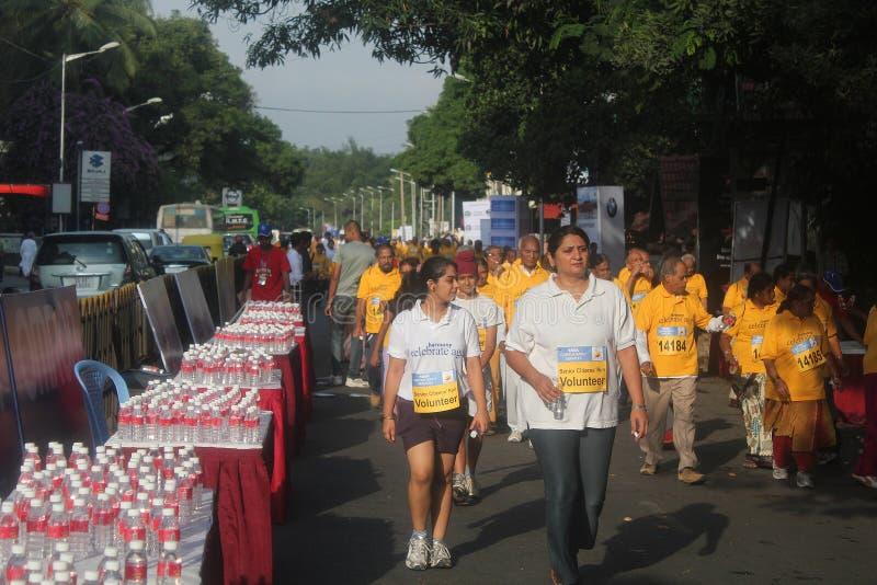 bangalore dziewczyny maratonu ludzie bieg potomstw obrazy royalty free