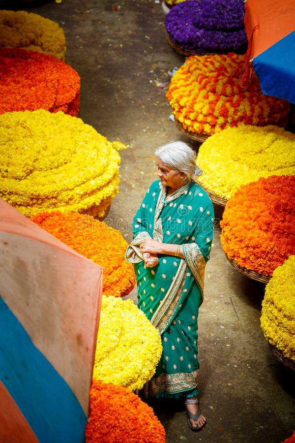 Bangalore Indien - Juni 22, 2018: Kr-blommamarknad royaltyfri bild