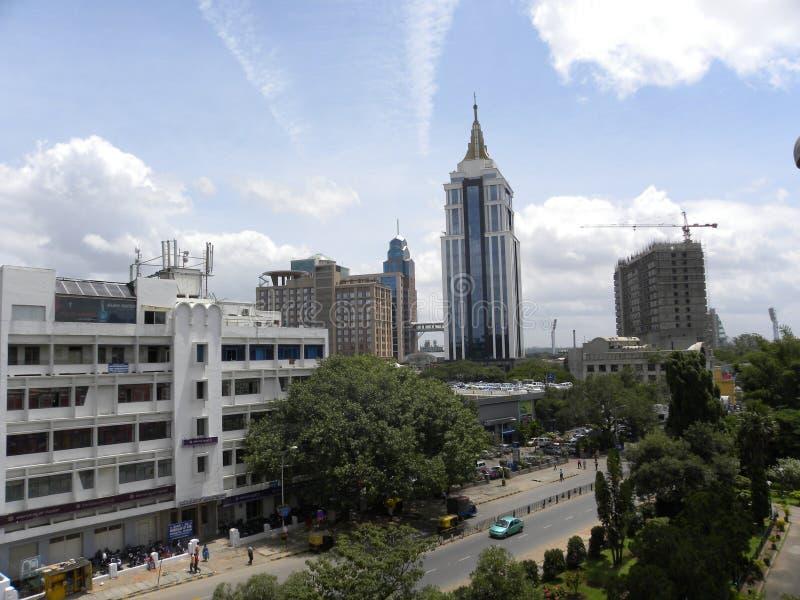 Bangalore, Karnataka, Inde - 8 septembre 2009 horizon de ville de Bangalore avec des édifices hauts photo stock