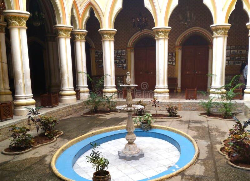 Bangalore, Karnataka India, Listopadu 23 2018 Antyczna fontanna, - obrazy stock