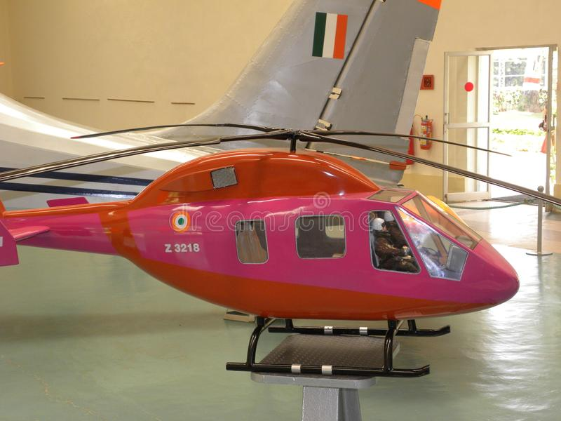 Bangalore Karnataka, Indien - Januari 1, 2009 modell av den ljusa observationshelikoptern LOH arkivfoton