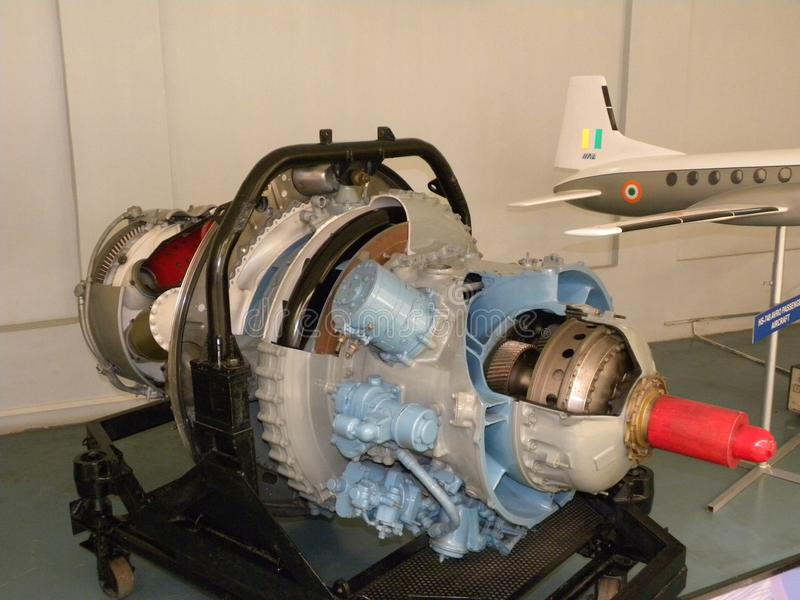 Bangalore Karnataka, Indien - Januari 1, 2009 pilfläck 533-2, propellerturbinmotor på HAL Aerospace Museum royaltyfri bild