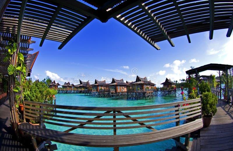 bangalowömabul över vatten royaltyfria foton