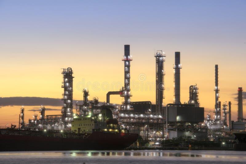 Bangchak Petroleum's olieraffinaderij, district Phra Khanong, Bangkok, Thailand stock afbeeldingen