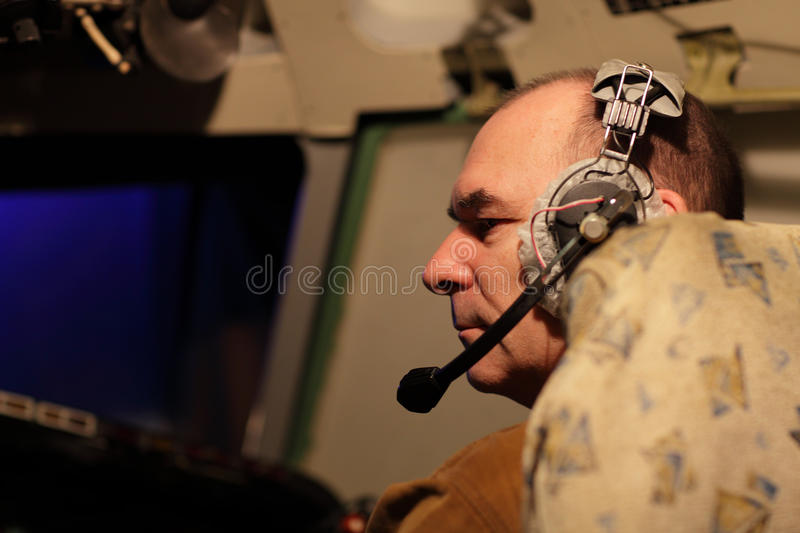 banghörlurar med mikrofonpilot royaltyfri fotografi