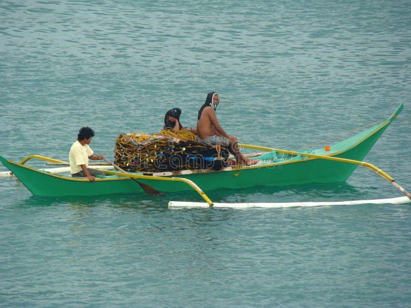 Bangkas, un type traditionnel de bateaux de tangon employés par les pêcheurs artisanaux philippins image libre de droits