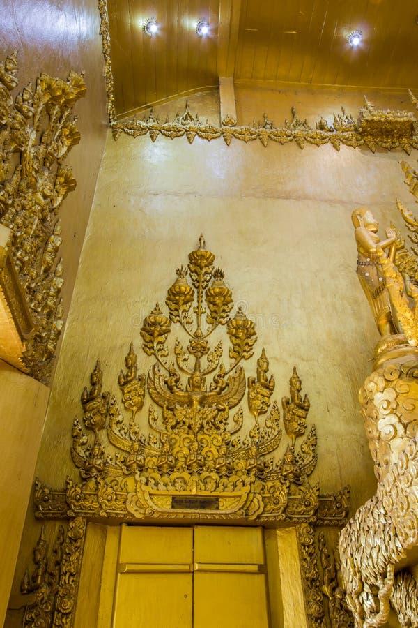 Bangkhla Chachoengsao landskap, Thailand på September 8,2018: Härlig konst och arkitektur i guld- färg på Wat Paknam Jolo arkivfoton