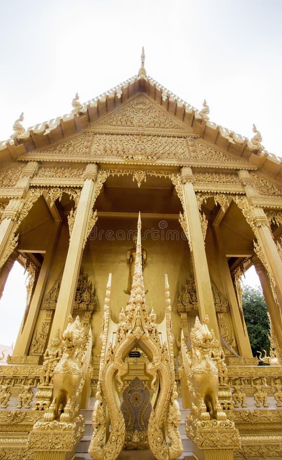 Bangkhla, provincia de Chachoengsao, Tailandia en septiembre 8,2018: Capilla de oro hermosa de Wat Paknam Jolo foto de archivo