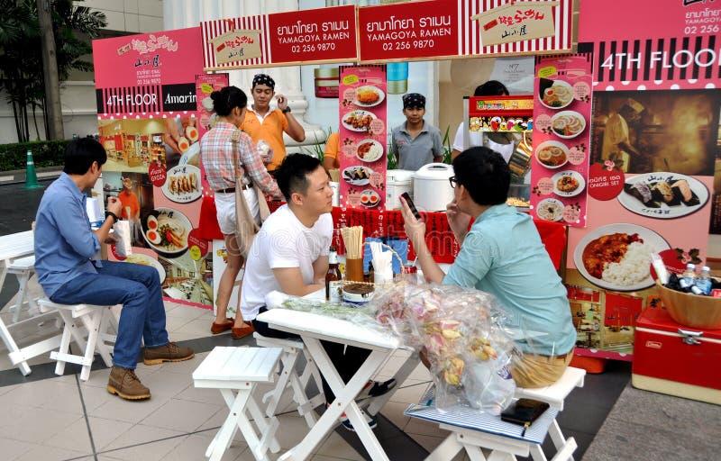bangkok łasowania ludzie restauraci Thailand fotografia royalty free