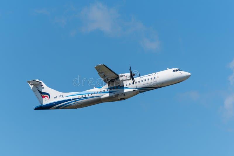Bangkok Airways décollent de l'aéroport de Phuket photos libres de droits