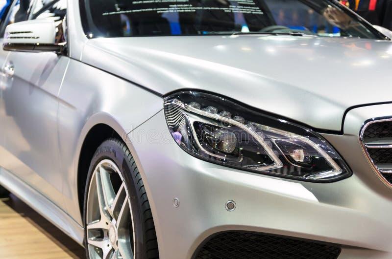 BANGKOK - 3. APRIL: Detail über den Scheinwerfer von Benz E300 Zustand lizenzfreie stockfotos