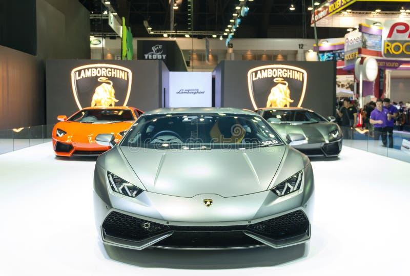 BANGKOK - 3. APRIL: Lamborghini-Superauto 2015 auf der Bühnenshow stockfotografie