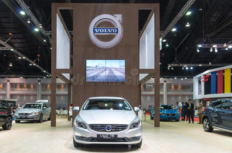 BANGKOK - 3. APRIL: Sonderausgabe Volvos V60 T5 auf dem Stadium SH lizenzfreie stockbilder