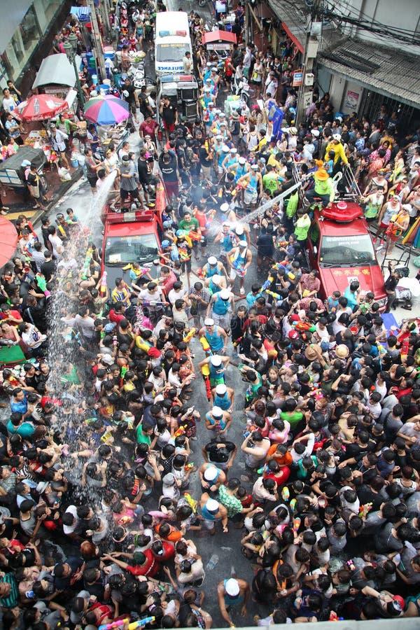 Bangkok 13 aprile: Il festival di Songkran alla strada di Silom, Bangkok, è fotografia stock libera da diritti