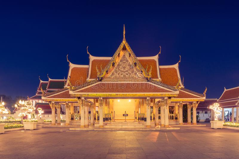 Bangkok architektura przy nocą Hall budynek przy metalu pałac kompleksem fotografia stock