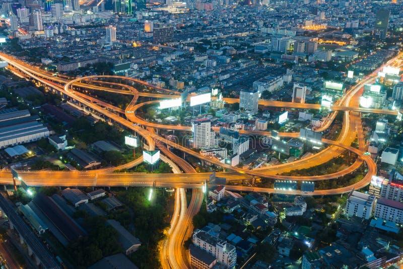 Bangkok autostrady skrzyżowania widok z lotu ptaka nighttime obraz stock