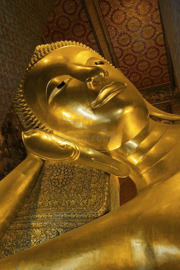 bangkok Buddha złoty pho target1843_0_ statuy wat obraz royalty free