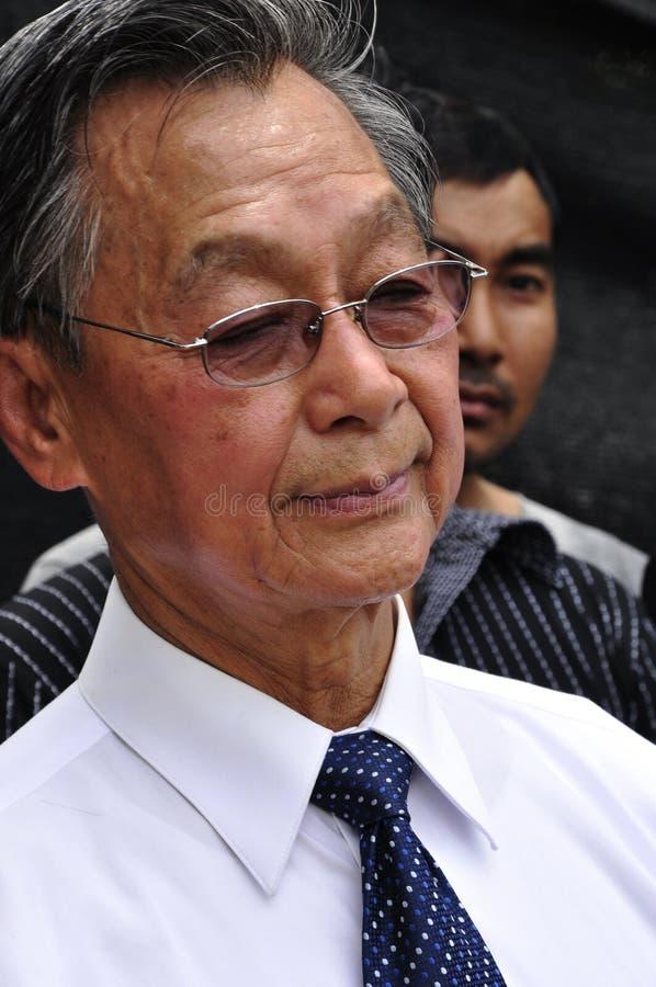 BANGKOK - CIRCA AGOSTO DE 2013: P.M. anterior Chuan Leekpai fotos de archivo